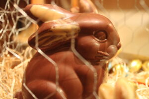 Osternest im Käfig